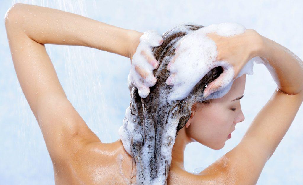 Mulher shampoo anticaspa